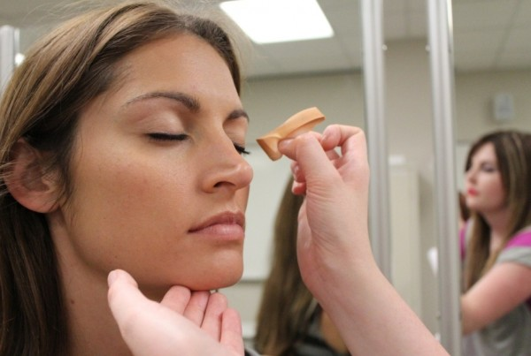 FOUNDATION: Apply foundation with sponge, making sure to blend around hairline and jawbone