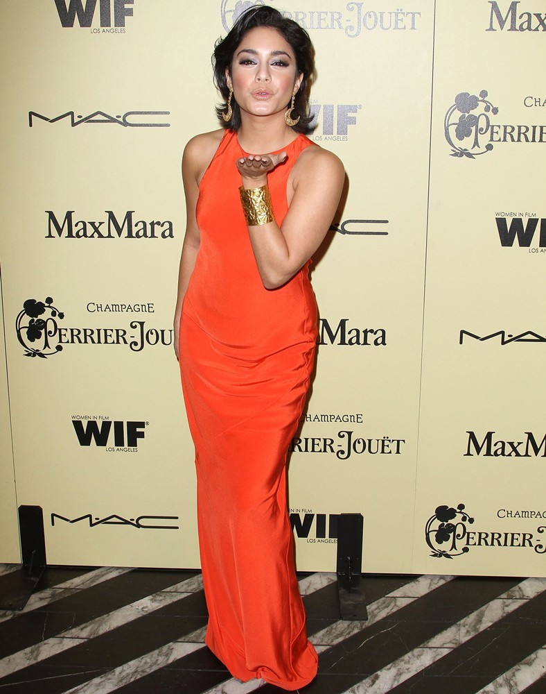 8 Chic Ways Celebrities Are Wearing The Neon Trend