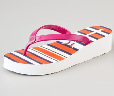 8 Fancy Flip Flops For The Beach This Summer