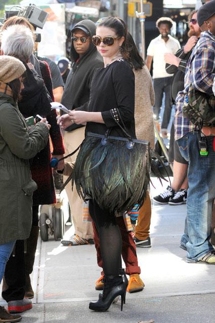 georgina-sparks-gossip-girl feather handbag angel jackson lakota season 6