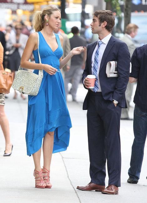 serena-van-der-woodsen-and-fendi-flap-shoulder- handbag