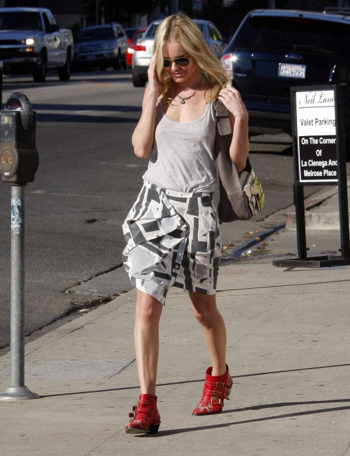 Kate Bosworth red chloe studded suzanna boots in 2009 with chloe bag