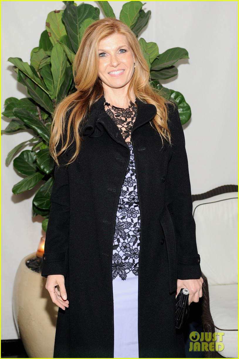 connie-britton-lela-rose-lace-dress-spring-2013-w-magazine-pre-golden-globes-party