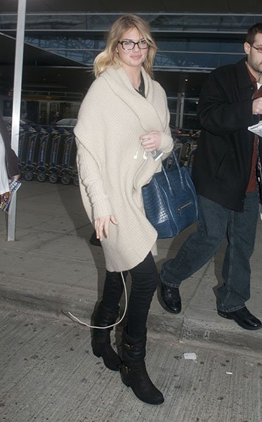 kate-upton in cocoon sweater coat celine croc tote New-York-City-November-19--2012--jpg_203113
