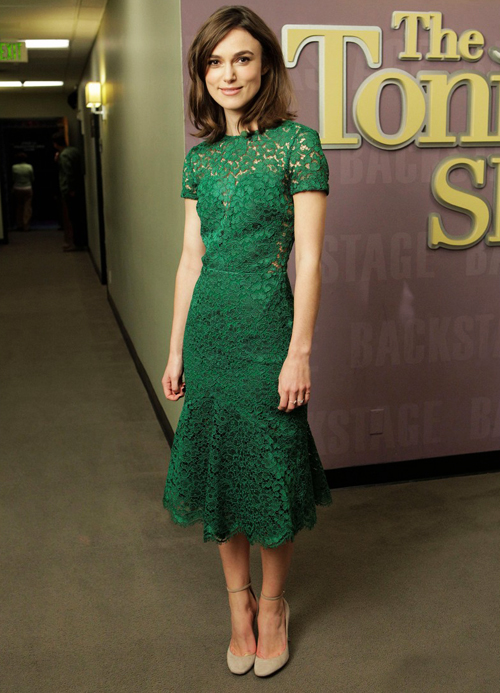 keira-knightley-green-lace-burberry-prorsum-spring-2013-dress-tonight-show