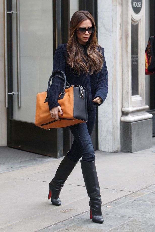Victoria Beckham Carries oversized clutch tote bag