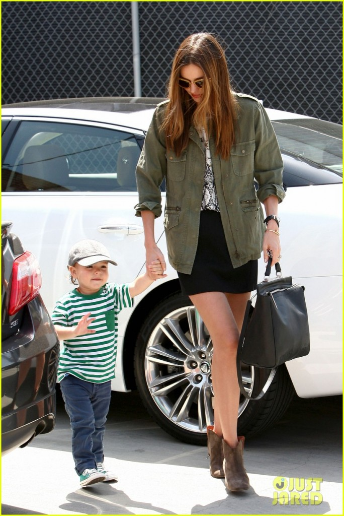 Supermodel Miranda Kerr looks Super Happy with Flynn at Romp