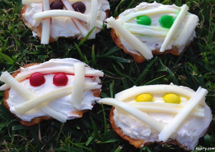 Easy Halloween Recipes: Mummy Crackers And Cheese Pretzel Crisps