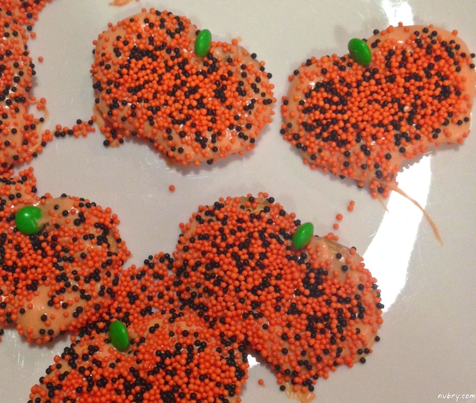 How To Make Halloween Treats: White Chocolate Covered Pretzels