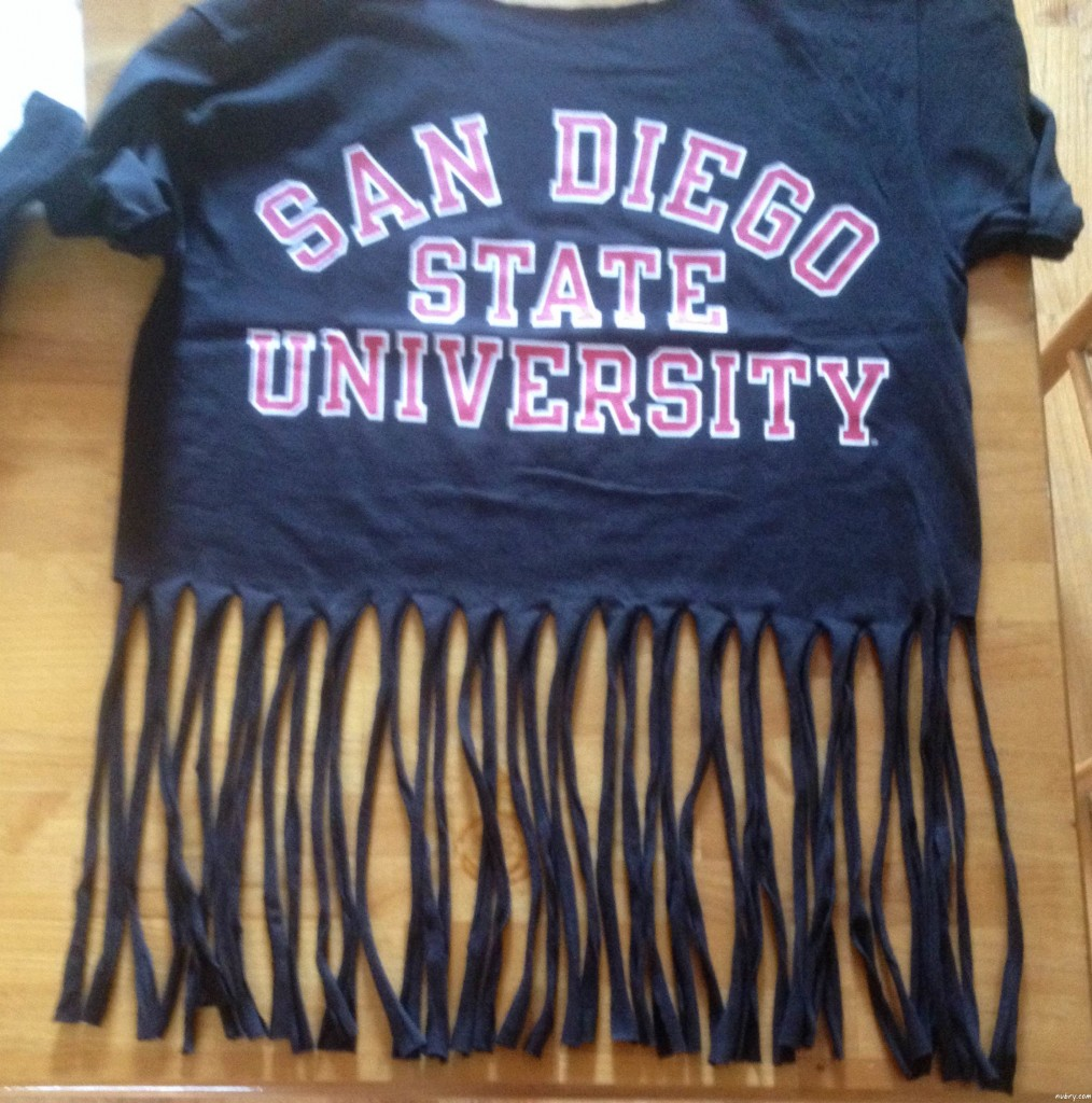 How To Make A Fringe Tassel T-shirt For Add Style to Your School Spirit