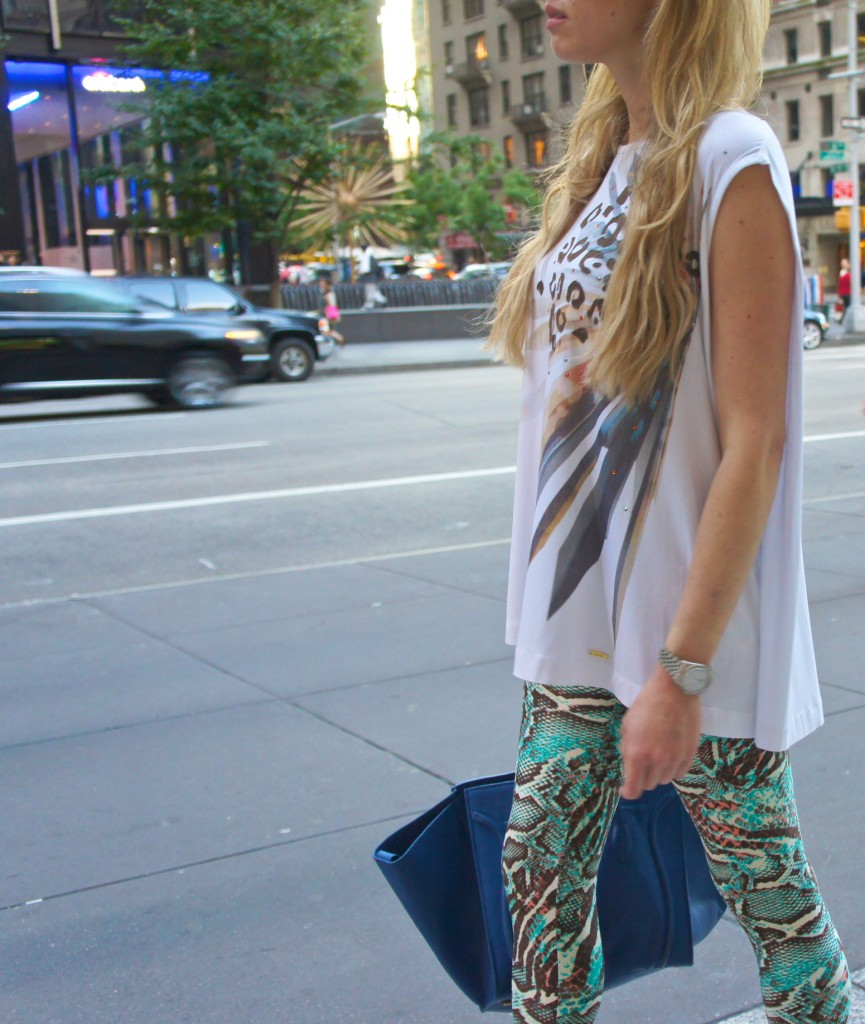 What To Wear With Printed Leggings