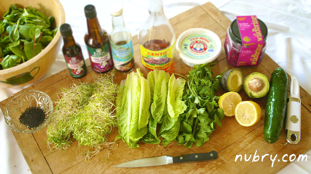 easy plant based lunch - nutrient rich salad recipe - pink sauerkraut and sprouts - packed to go for work 1 (1)
