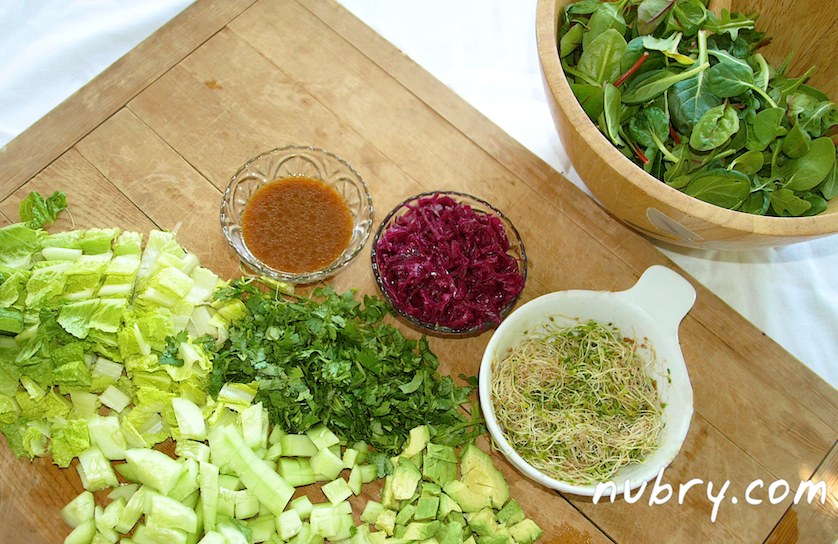 easy plant based lunch - nutrient rich salad recipe - pink sauerkraut and sprouts - packed to go for work 2 (1)