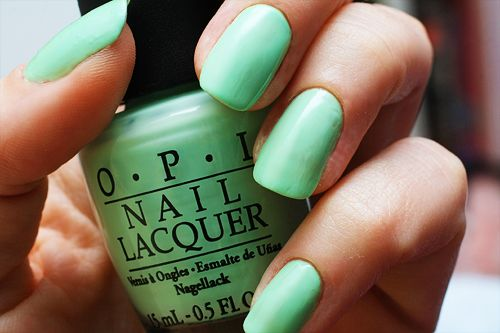 Spring fashion trends_pastel green nails