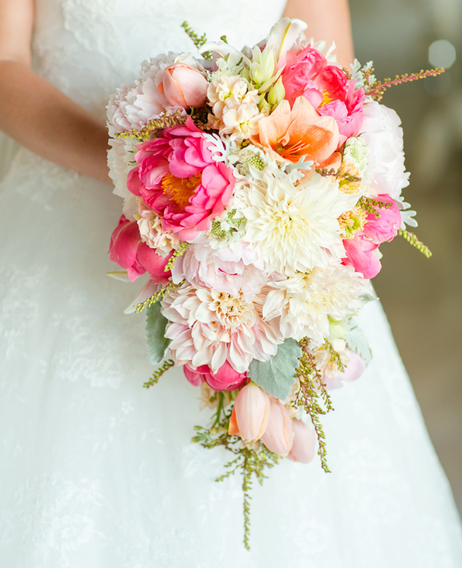 Cascading bouquet for the bride!