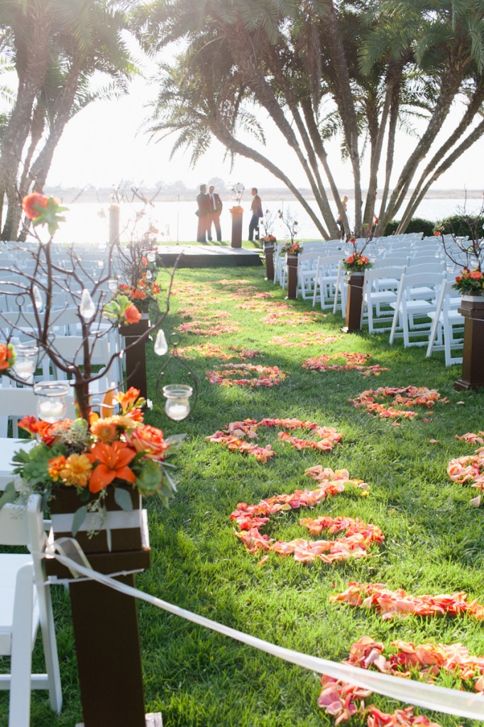 Decorate the aisle with petal designs
