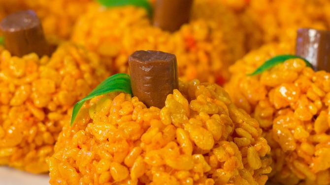 easy pumpkin rice crispy treats for kids - halloween party