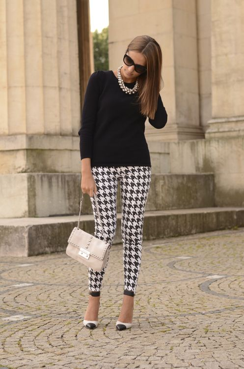 cute thanksgiving outfit ideas - houndstooth pants