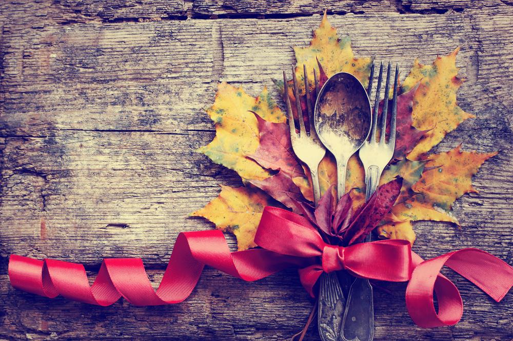 thanksgiving decorating ideas - oak tree leaf napkin ring placeholder