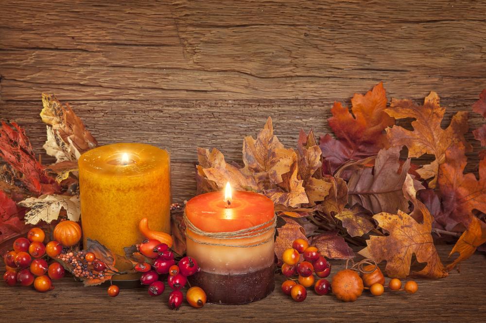 thanksgiving decorating ideas - seasonal berry mantel for fall