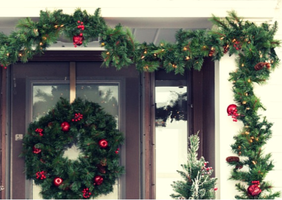 outdoor christmas decoration ideas - garland and wreath