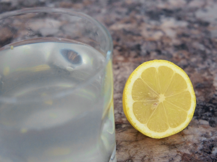 lemon water - healthy eating out tips