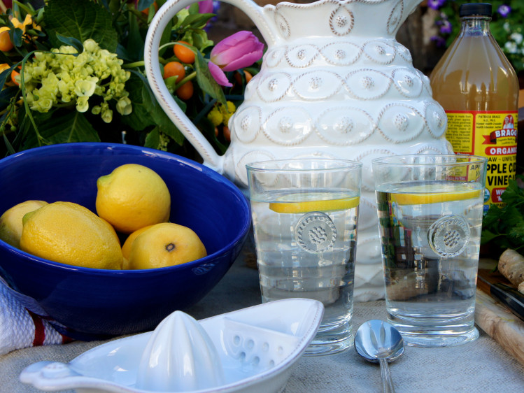 detox lifestyle - lemon water