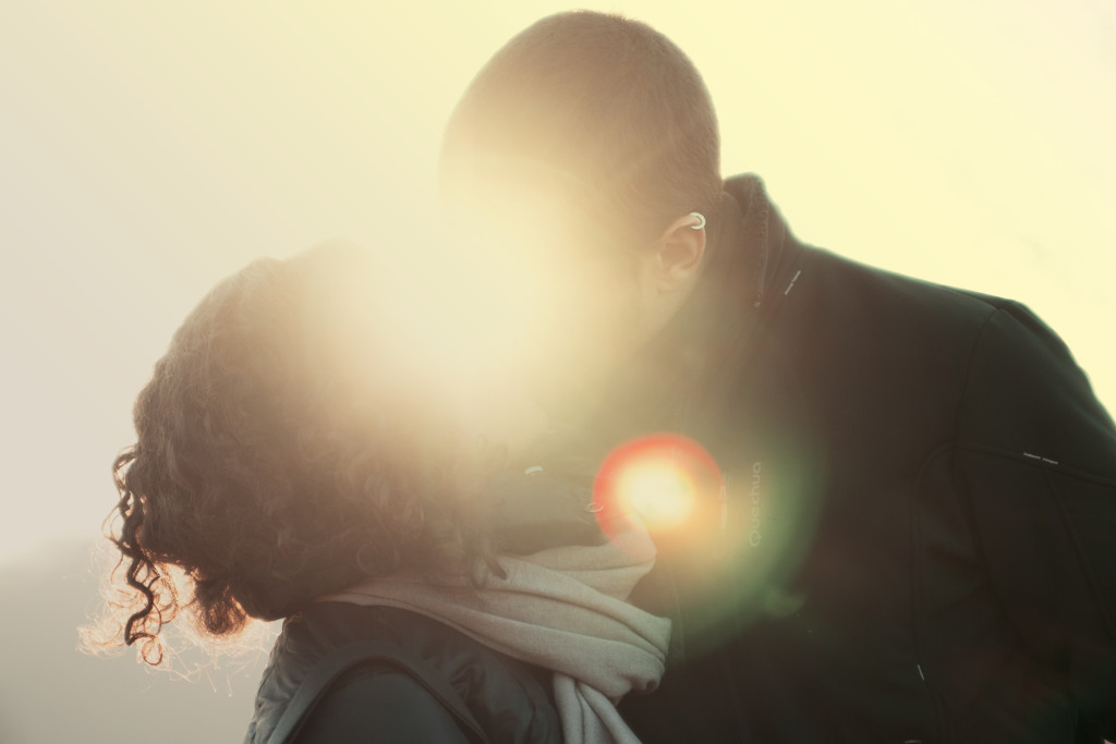 how to know if he's the one - relationship tips - couple kissing
