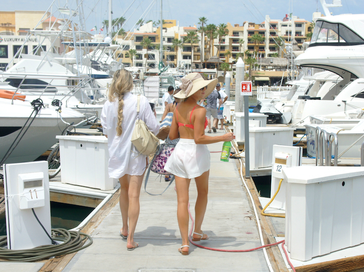 What To Wear On A Yacht In Cabo 11