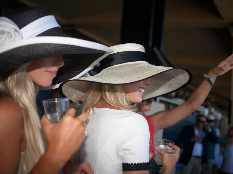 carol bader hats del mar races opening day (1)
