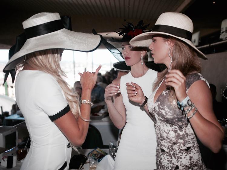 carol bader hats del mar races opening day (2)