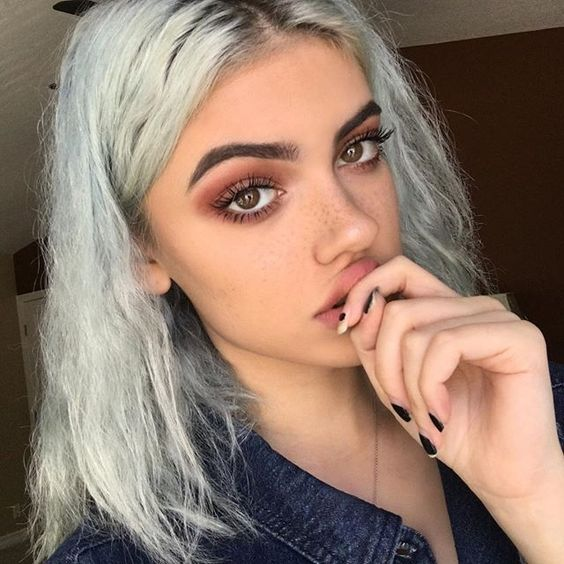 Bold makeup trends for fall/winter 2016-2017 - faux freckles