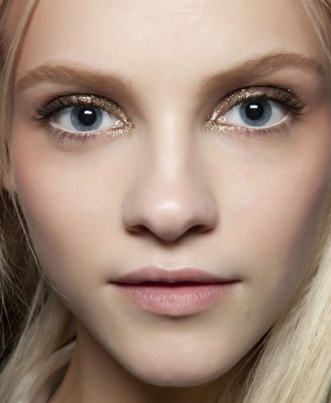 Bold makeup trends for fall/winter 2016-2017 - glitter eyes