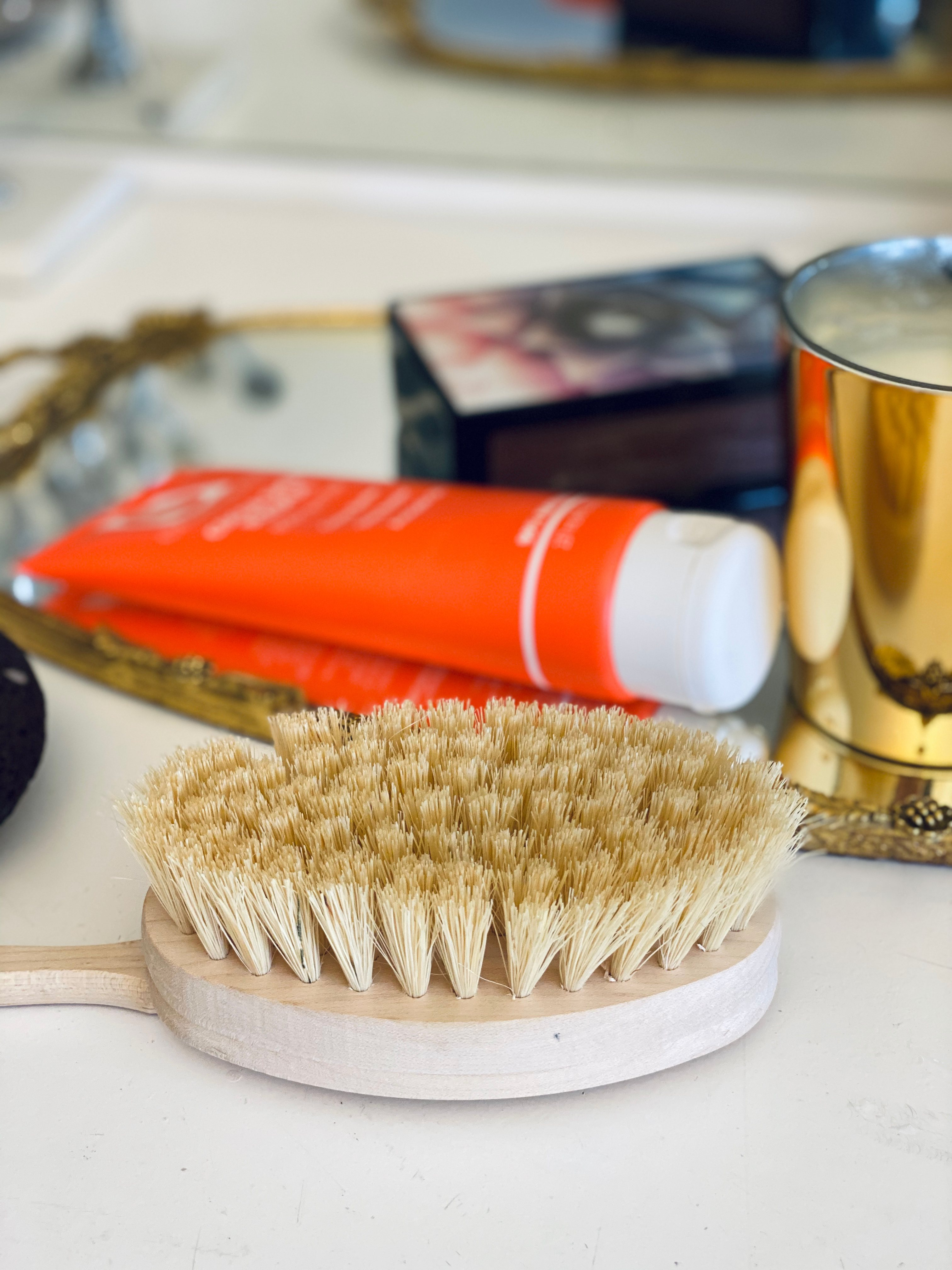 Dry Brushing - natural anti-aging rituals before bedtime